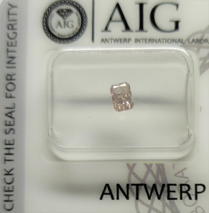 1 Diamant - 0.24 ct - Radiant - Hell-Pink - I1