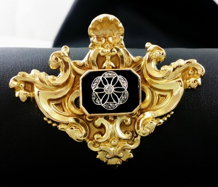 18 kt. Gold, Platinum - Brooch Diamond - Diamond