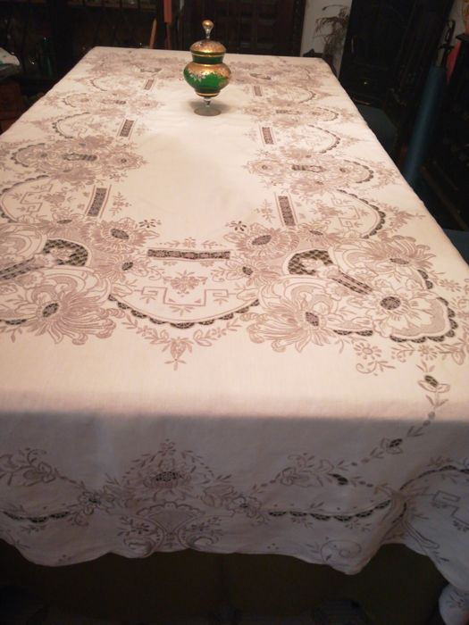 Tablecloth (1) - Linen tablecloth embroidered manual island of wood