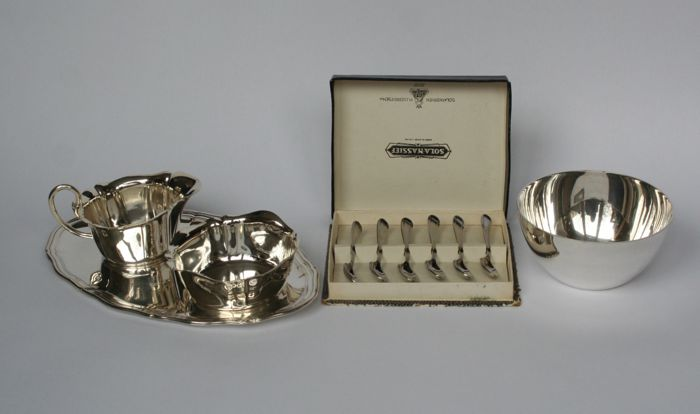 Sugar and milk jug on top, 6 spoons and 1 dish - Near set of 10 - Silver plated - Sweden & The Netherlands & Germany - 1950-1999