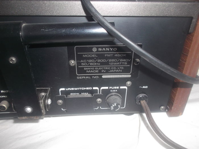Vintage set Sanyo amplifier DCA401 with rack handles and Sanyo AM/FM