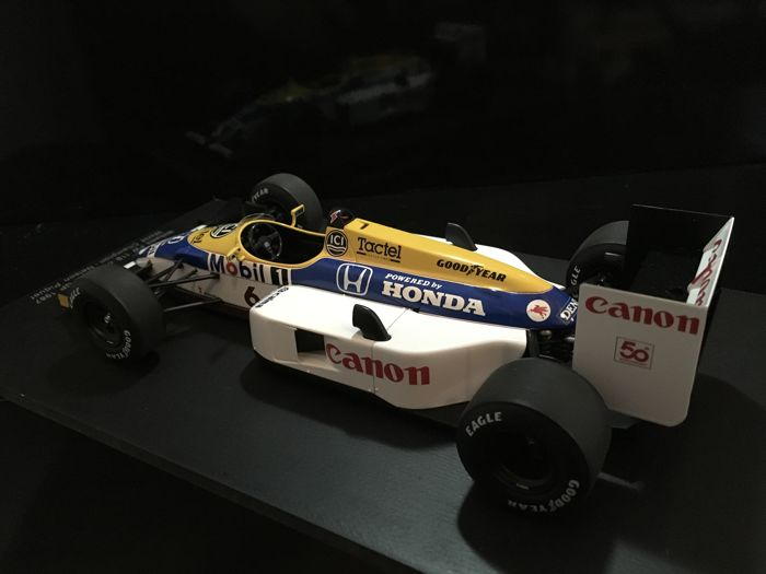 1:18 Spark Williams FW11B World Champion Piquet 1987 with Barclay