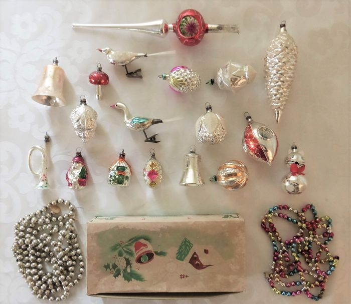 Lot of 20 old Christmas figures balls garlands and peak - Glass