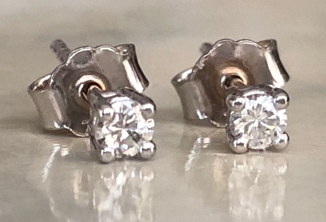 18 kt - Ohrringe - 0.19 ct Diamant