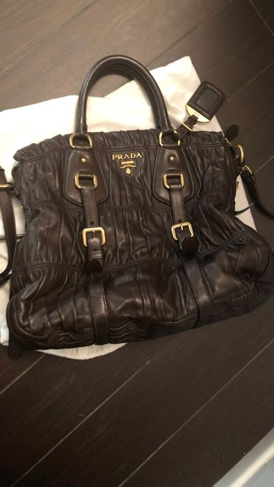ffe7b54823607e ... authentic prada handbag catawiki 74e44 6a6c4