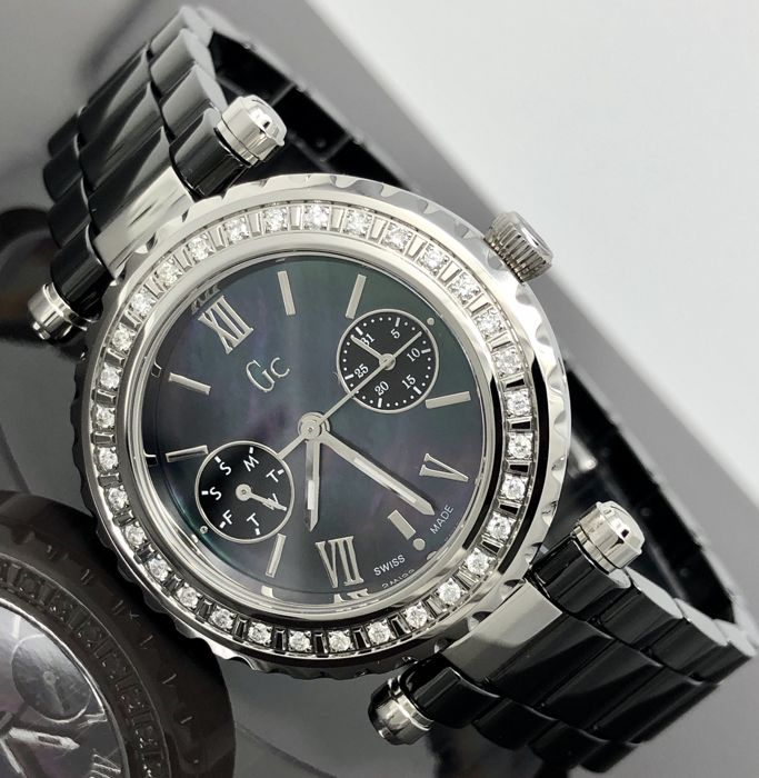 Guess Collection  - GC 32 DIAMONDS Diver Chic Black Ceramic Swiss Made  - I01200L2 - Mujer - 2011 - actualidad