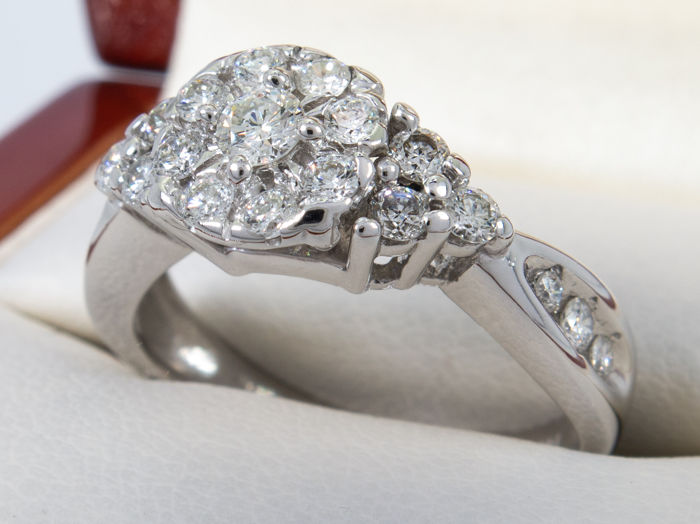 14 kt. no reserve price - 0.66ct - high quality pave ring - 21 diamonds