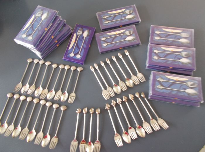 Shell teaspoons and pastry forks - Collection of 62 - Silverplate - Netherlands - 1950-1999