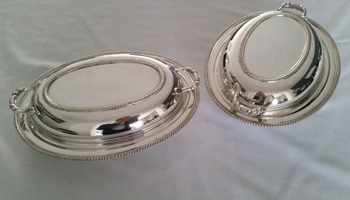 Set of silver plated double serving dishes with lid - Silverplate - Oneida Silversmiths - Canada - 1900-1949