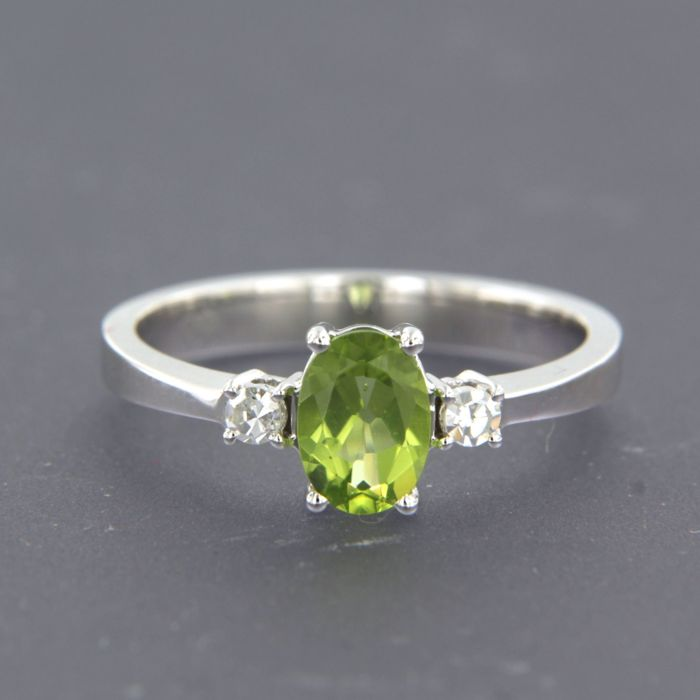 18 kt Weißgold - Ring - 0.85 ct Peridot - Diamanten