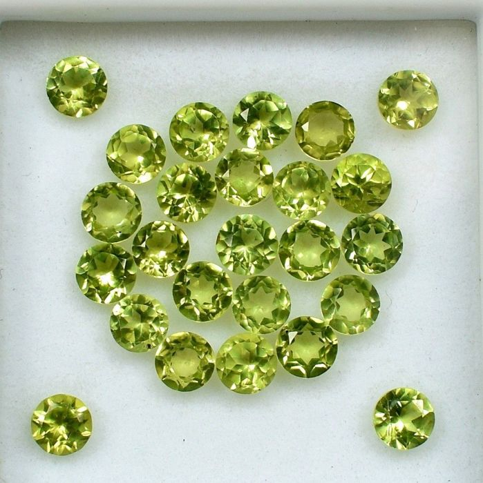 25 pcs  Peridot - 13.50 ct