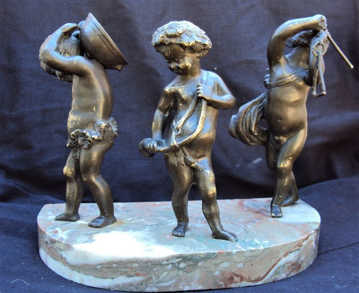 In the manner of Clodion - Bronze Figures of Musical Putti - Patinated bronze - Second half 19th century