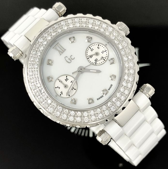 Guess Collection  - Diver Chic 97 Diamonds White MOP Ceramic Swiss  - A28101L1 - Dames - 2011-heden