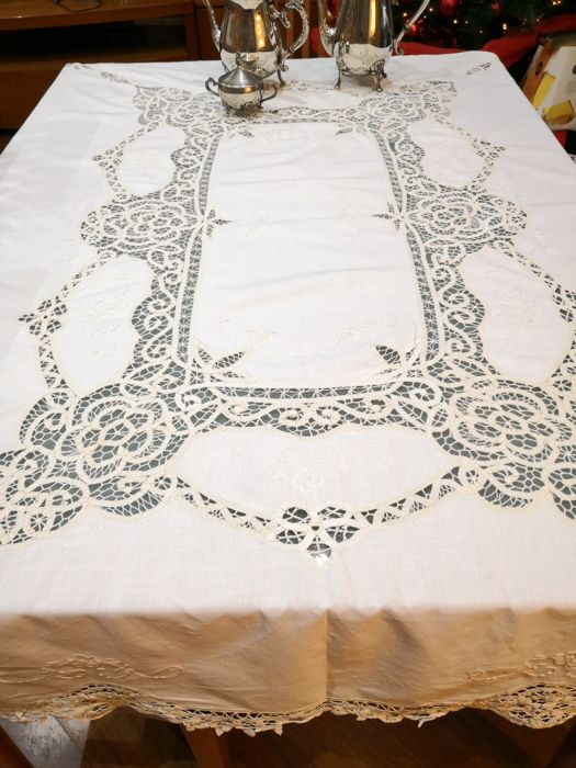 Handmade tablecloth with Venetian lace - Cotton - Second half 20th century