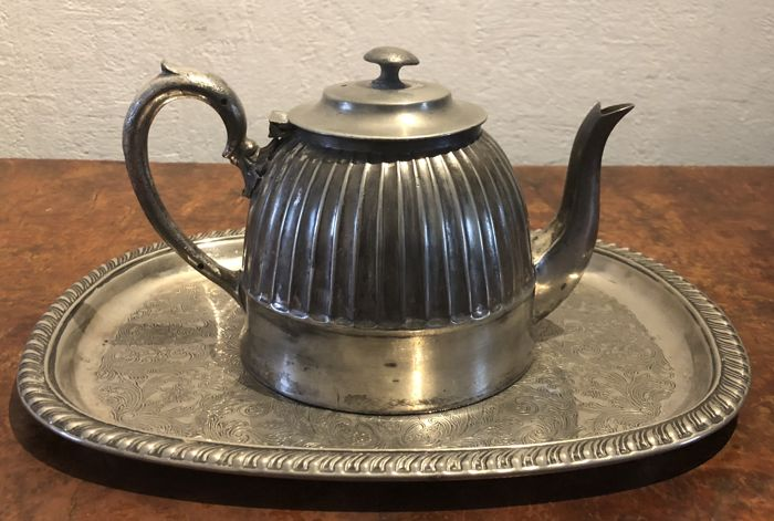 Sheffield , superior silver plated teapot with tra - Silverplate