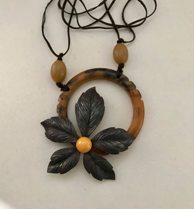 bakelite and metal - Necklace with pendant
