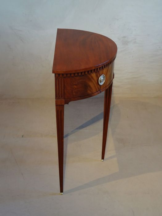 Demi Lune Tafeltje.Halve Maan Demi Lune Tafeltje Met Laden Mahogany Messing Second Half 18th Century Catawiki
