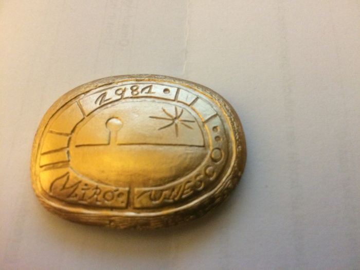Joan Miro - Heavy gold UNESCO medal 100 years Pablo Picasso - 1981