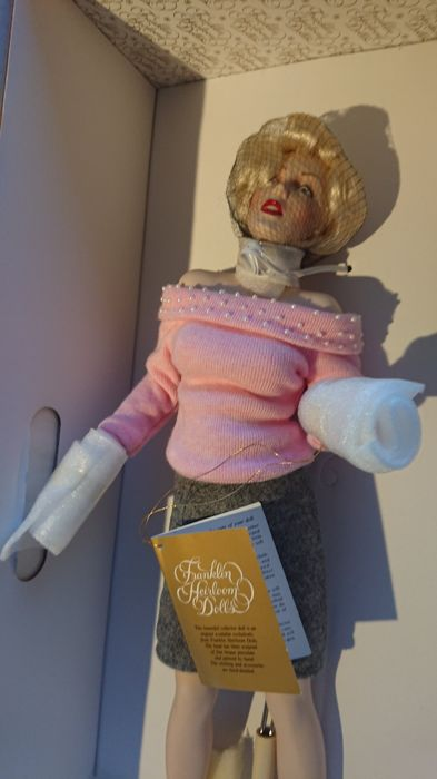 "Franklin Mint Heirloom  - Doll Franklin Mint Marilyn Monroe Porcelain Doll ""Sweater Girl"""