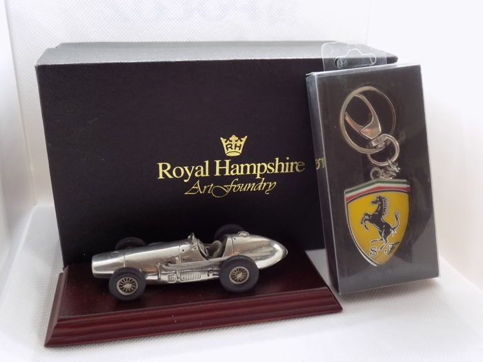 Artigo decorativo - Ferrari 500 Pewter Car Paperweight & Ferrari Key ring - 1997-2018 (2 artigos)