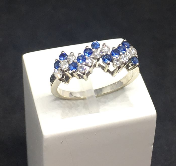 19,2 karat Hvitt gull - Ring - 0.55 ct Diamant - Safir