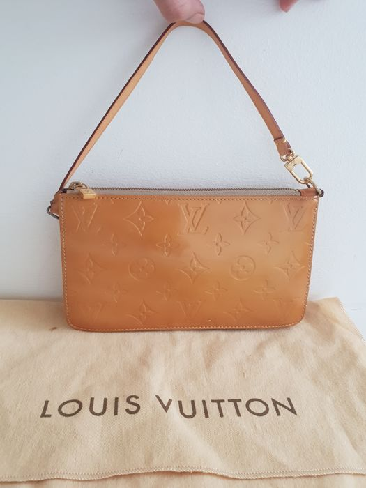f9eeea05ada2 Louis Vuitton - Vernis Lexington Handbag - Catawiki