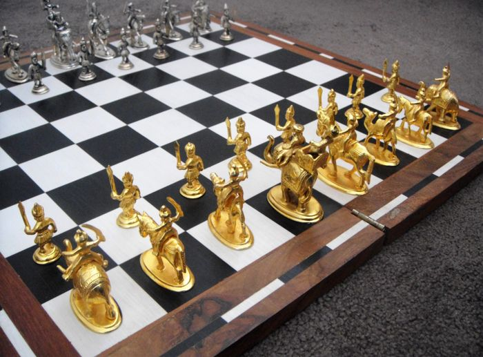Indian Maharaja Style - Chess set - Silver and Gold plated chess pieces Curio Chess for sale