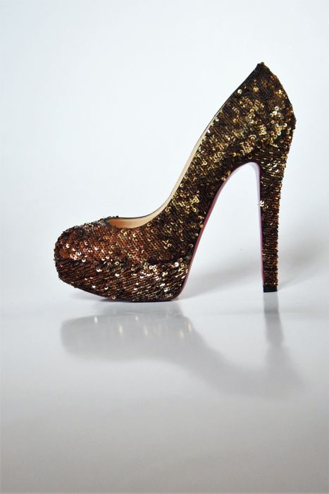 584cb06b688 Christian Louboutin White Gold 140 Sequins Pumps - Catawiki