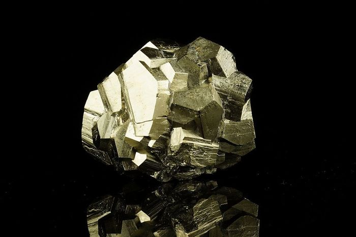 Pyrite dodecahedron lustrous crystal cluster in good size and fantastic shape - 55×42×40 mm - 199 g