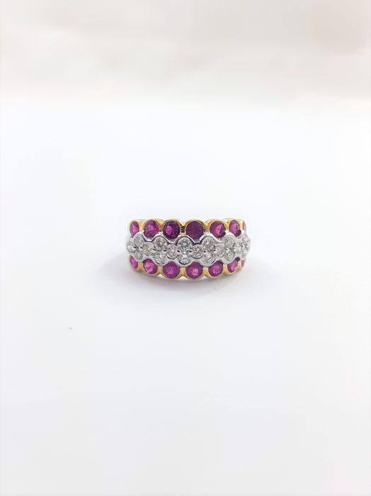 Bangle ring in white gold set with ruby of 1.2 ct and complemented with 0.44 ct of diamonds