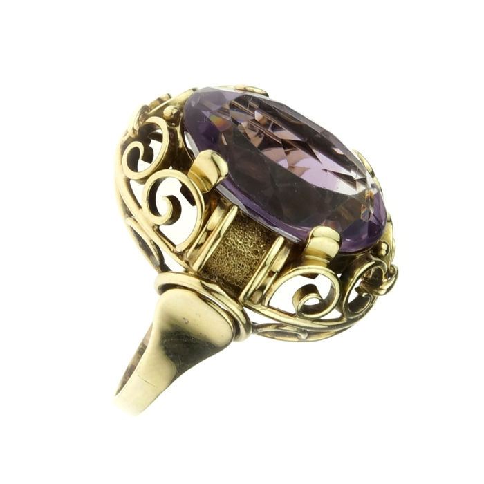 Sturdy 14 kt gold ring set with amethyst - ring size: 17.5