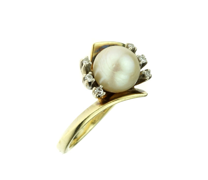 14 kt gold women's ring, set with Akoya pearl and diamonds, ring size: 16