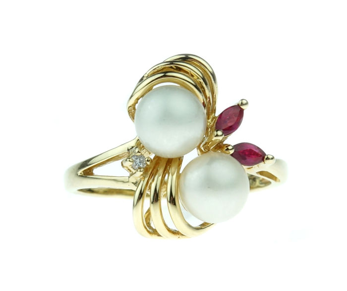 14 karat gold entourage ring with diamond - Akoya pearls and ruby - ring size: 18