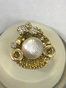 Artistic 18 kt yellow gold ring with pearl and brilliant cut diamonds, G-H, VS