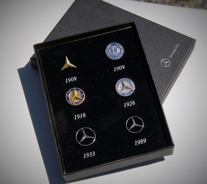 Badge - Mercedes - Benz Daimler Pins / Bagdes / Brooch - 1990-1990 (6 items)