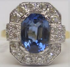 Rectangular ring with trimmed corners in two-tone gold set with a Sapphire of 2.60 ct and surrounded by Diamonds of 0.60 ct