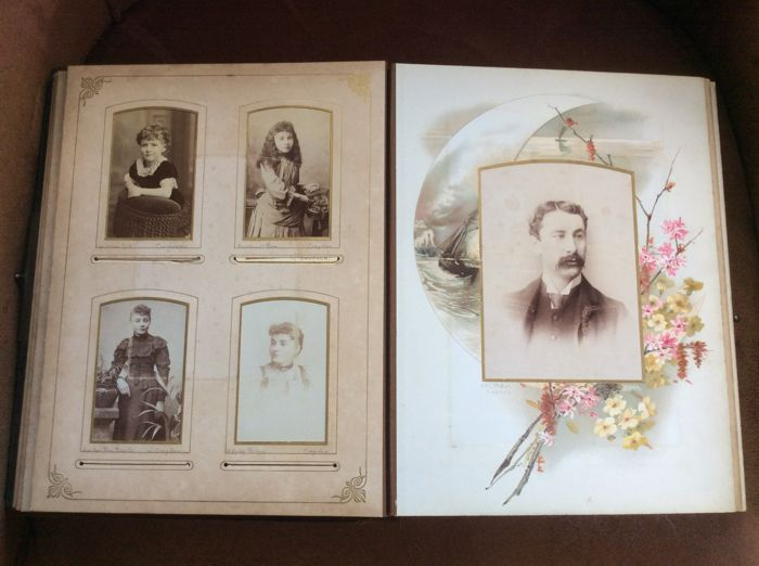 Photo Album With 18 Carte De Cabinet And 48 Visite