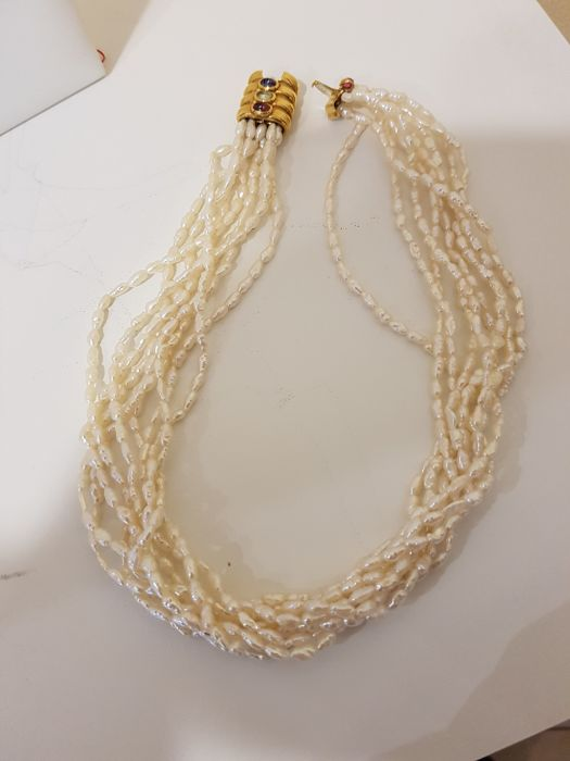 Necklace of freshwater pearls with 750% gold clasp