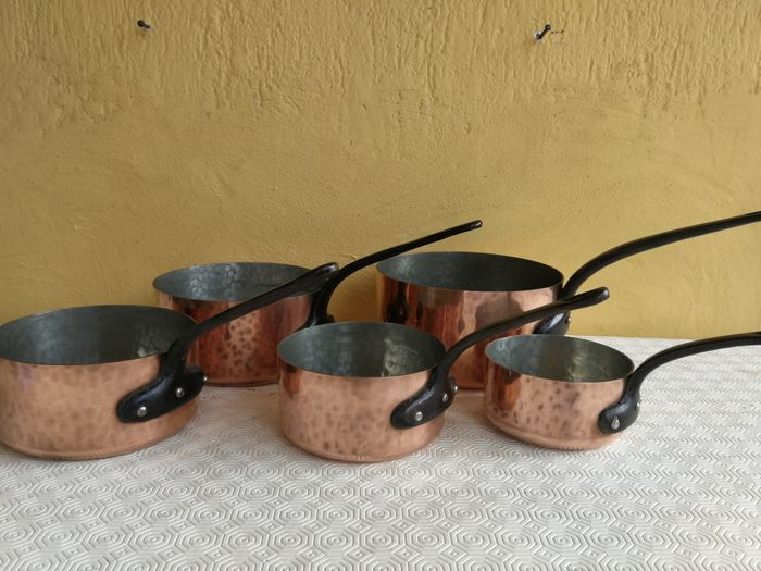 Important gorgeous series of 5 heavy tinned copper pans
