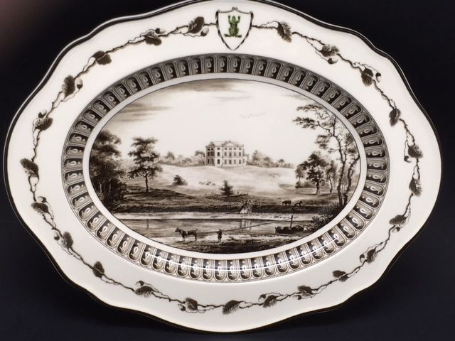 Reproduction oval dish of the 'Frog' tableware set of Catherine the Great of Russia from 1773 by Josiah Wedgwood