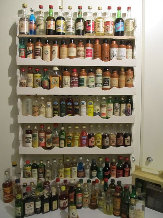 Collection of 132 dutch gin / jenever,liquer vintage miniaturebottles dated perod 1950- 1990
