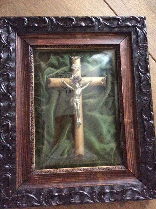Crucifix behind a curved glass Late 19th century