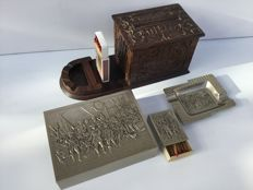 Handmade vintage wooden carved cigarette box (Magic Box) - 1960 + 3 part silver colored metal smokers set