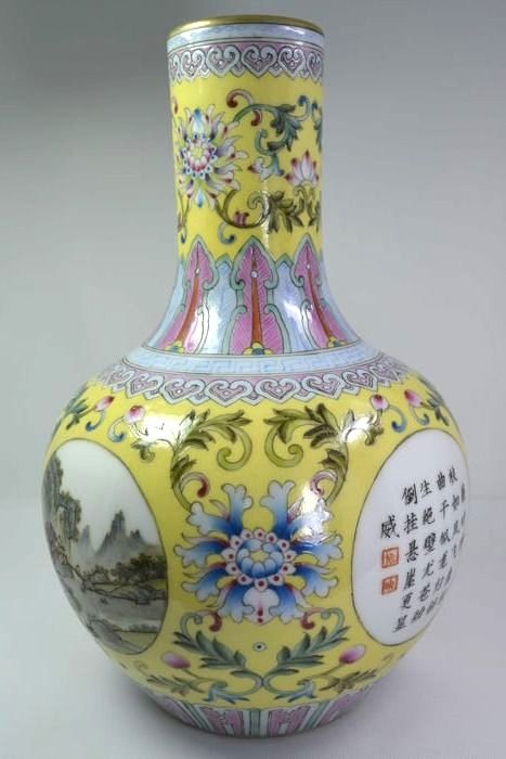 Modern Chinese Famille rose Floral  bottle-vase - China - End 20th century