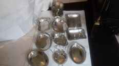 8 vintage fruit trays  _baskets and 6 aperitive dishes and one bombon dish. All inglish silver plated and stamped.