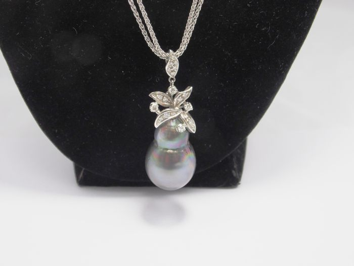 Chantecler - Double chain necklace in 18 kt white gold with Tahiti pearl and diamonds