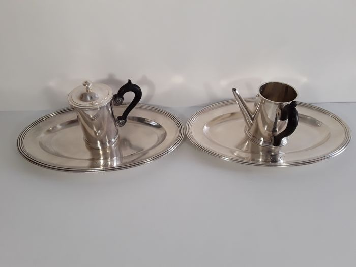 Tableware - Two trays with a milk jug and a strainer - Christofle, 1930 - Silver, silver plated