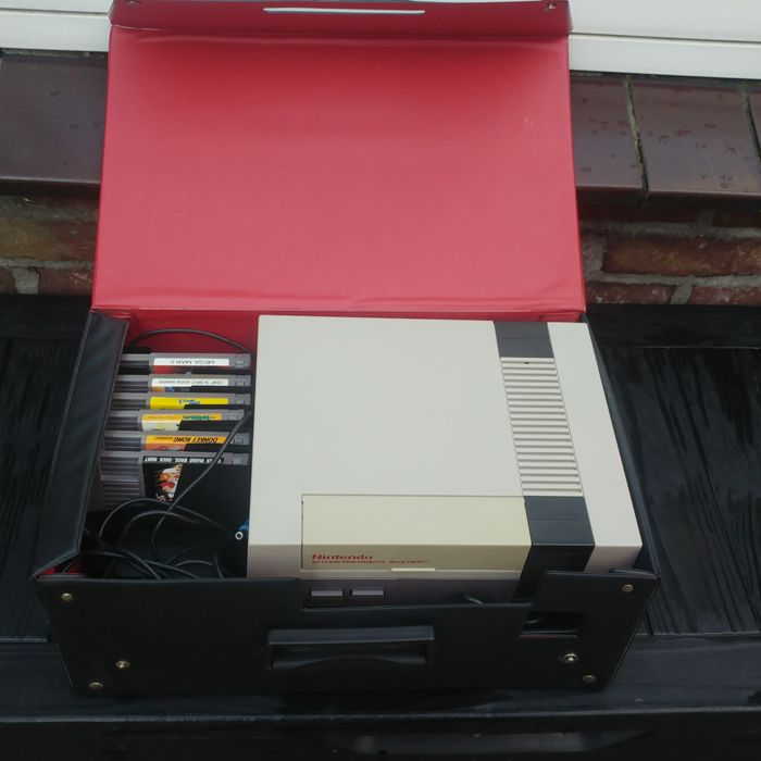 Nintendo Entertainment system -- Nes 8 bit with 6 boxed games boxed