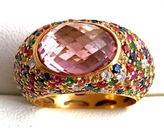 18k Yellow Gold - 1,50ct Multicolor Sapphires, 0,14ct Diamonds, 4.5ct. Brioletted oval light pink Tourmaline  Ring
