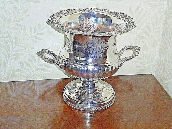 Antique and rare champagne bucket, richly decorated - English silver plated - England - 1900s